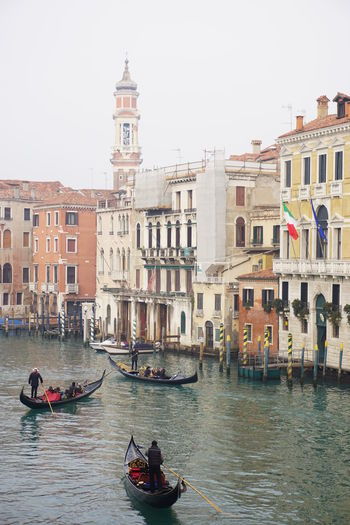 Building Exterior Canal Gondola - Traditional Boat Gondolier No Photoshop On The Water Outdoors Real People Sony A6000 Tourist Attraction  Travel Destinations Venice Canals Working Men Working On The Water View From Under The Rialto Bridge Italian Flag