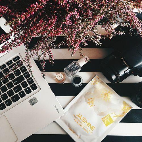 Obrabianie zdjęć w przyjemnej atmosferze. ? Blogger Manicure Flowres Canon