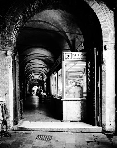 Arch Architecture The Way Forward Built Structure City People Market City Life Streetphotography The Street Photographer - 2017 EyeEm Awards Blackandwhite