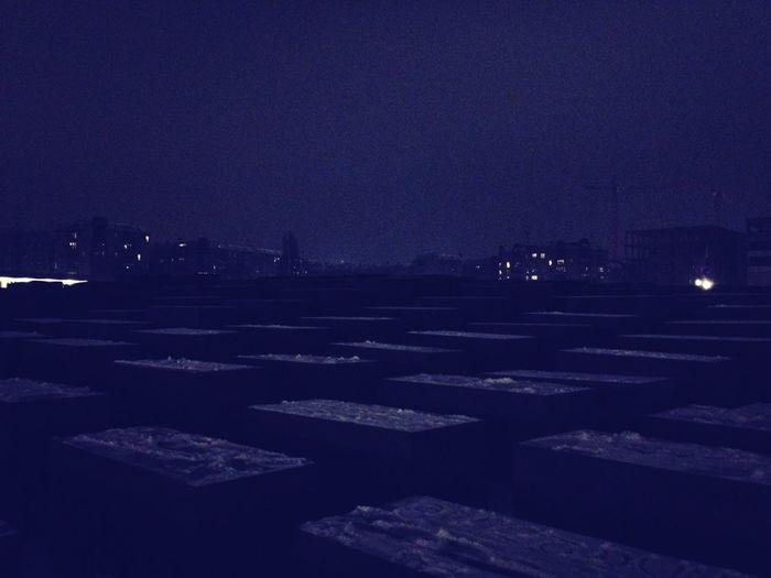 Dunkel Hier
