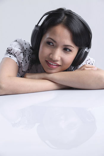 malaysia malay woman listening music using headphones Earphones Females Happiness Headphones Music Woman Beautiful Woman Casual Clothing Enjoy Front View Headshot Leisure Activity Lifestyles Listen Malay Malaysia One Person Portrait Real People Relaxation Smiling Studio Shot White Background Young Adult Young Women