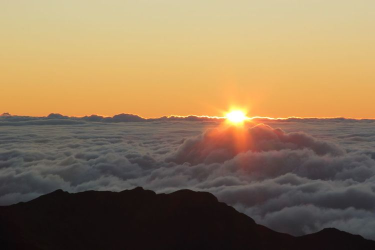 My Year My View Sun Sunset Beauty In Nature Scenics Nature Sky Sunlight Idyllic Sunbeam Tranquil Scene Mountain Tranquility Outdoors No People Landscape Day Hawaii Haleakala Crater Vulcano Sunrise Cloud Sun And Clouds Cloudscape
