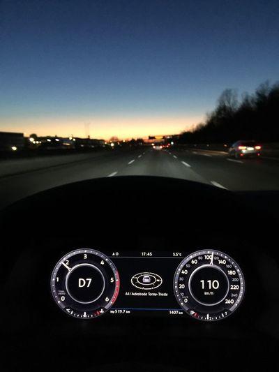 Illuminated Car Night Notte Auto