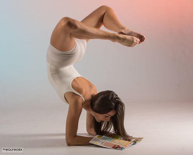 Reading improves the mind Ballet Ballet Dancer Beautiful Woman Contemporary Dance Dance Dancing Elégance Graceful Physique
