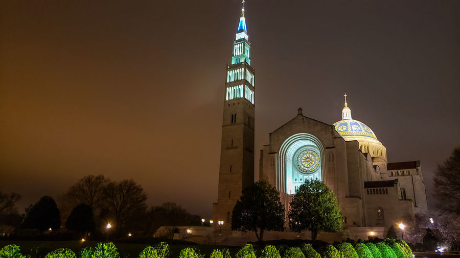 The Basilica, again. This time served in landscape mode. Church Architecture Landscape Landscape_Collection Landscape_photography Christianity Catholic Catholicism Jesus Night Nightphotography Church Cathedral City Tree Illuminated Religion Architecture Sky Historic Tall - High Spire  Cathedral Exterior Tower Building Skyscraper The Mobile Photographer - 2019 EyeEm Awards The Architect - 2019 EyeEm Awards