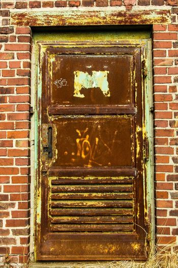 Old Door EyeEm Best Shots EyeEm Selects EyeEm Gallery Built Structure No People Metal Architecture Day Old Brick Wall Wall - Building Feature Outdoors Building Exterior Entrance Rusty Communication Pattern Brick Door Weathered Wall Text Close-up