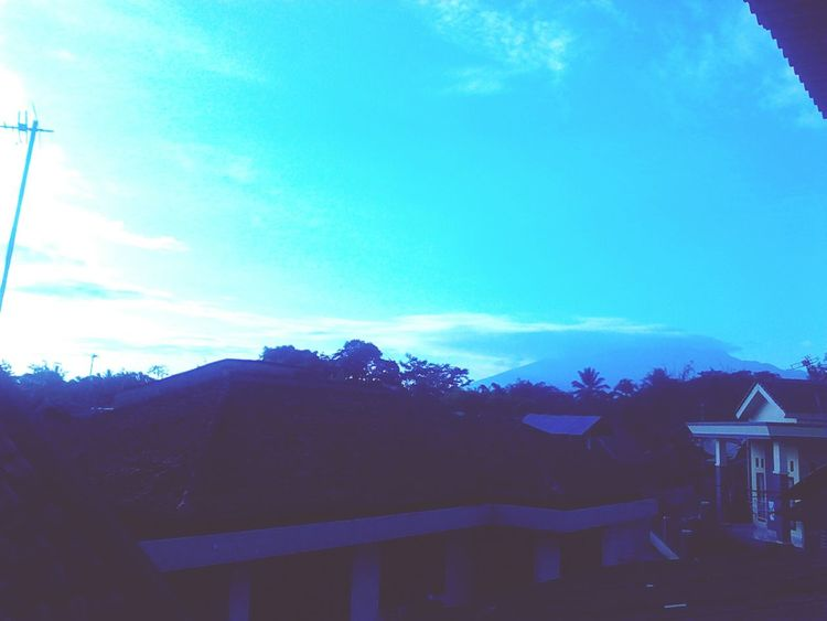 Taking Photos EyeEm Nature Lover Things Around Can you guys see the mountain? I can't 😔 I wish I have a profesional camera.