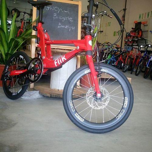 """Wow !!! ... FLIK folding bike upgrade to 20"""" Josephkuosac carbon wheelset !! @flik Gwcycle Foldingbike Birdybike Pacificcycles Leisureride Foldingsociety Lifestyle Foldingstyle Josephkuosac Bromptonsociety Instagood IPhoneography Bikeporn Photooftheday Malaysia Tagsforlike Igramslike Motivation Lifestylechange Flik Topeak"""