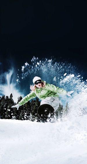 Snow bSnowboardingg