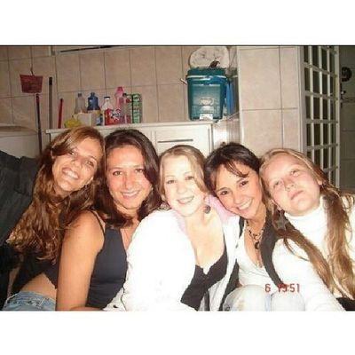 Do fundo do baú, essa foto foi tirada há 10 anos. Minhas amigas, irmãs, confidentes. Simplesmente tudo para mim, amo demais!