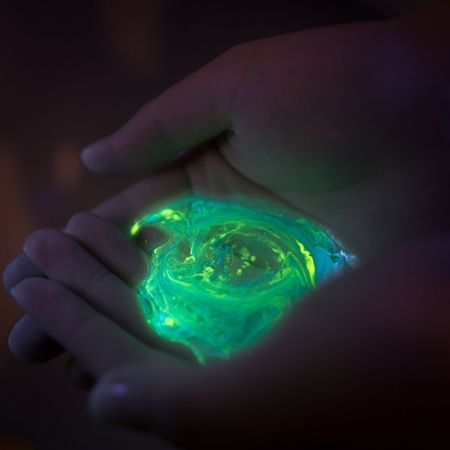 """""""I picked up the universe"""" Photorhythm Light And Shadow Beautiful Model Hand Night Light Colors Art Galaxy"""