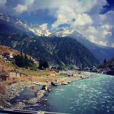 Lush Green Beautiful Swat valley pakistan river Ushu freshwater streams rapids whitewater trekking hiking touring travel roadtrip naturelovers nature escapists heaven snowy snowcovered mountains peaks mountainous landscape instanature instatravel