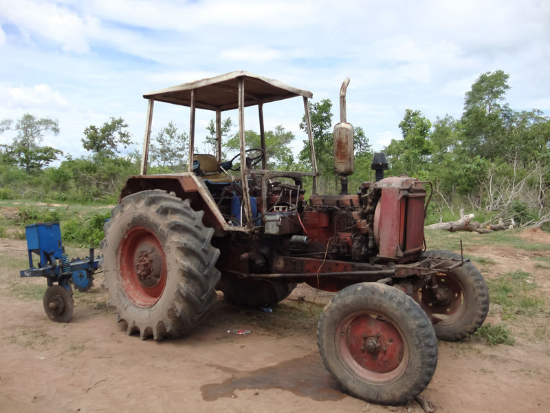 Agriculture Architecture Car Cars Combine Harvester Day Farm Farm Life Farmland Industrial Land Vehicle Mode Of Transport No People Outdoors Sky Techno Technology Tire Tracktor Tracteur Tractor Tractor Tractors Transportation Tree