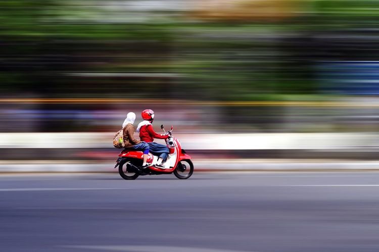 Speed Bandung Bandung, West Java Explorebandung Exploreindonesia Landscape Photography Woman Jawabarat Moving Around Rome Headwear Sports Race Full Length Motorcycle Sports Track Adventure Motion Speed Riding Helmet Motorsport Drive - Ball Sports Auto Racing Biker Racecar Motorcycle Racing Motorized Vehicle Riding