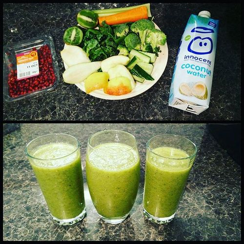 Breakfast 😍 kale, spinach, cucumber, celery, kiwi, carrot, apple, pear, pomegranate and broccoli + 500ml of coconut water 👍 Breakfast Smoothie Lush Greensmoothie Veggies Vegan Fitfam Fittfood Powerfood Cleaneating Upandatem Vegetarian Shake Lovethistuff LoveFood Nutrients Nutritious Nutrition Veganfoodshare