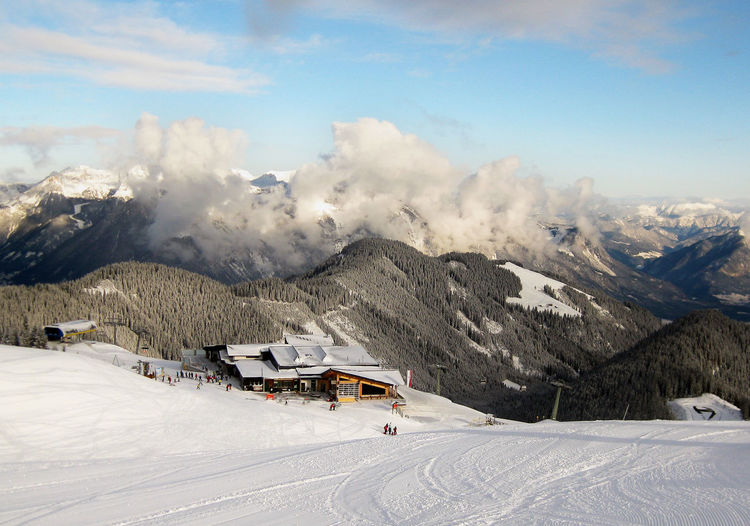 Fügen vista! Snow Mountain Winter Cold Temperature Mountain Range Nature Scenics Skiing Landscape Cloud - Sky Outdoors Snowcapped Mountain Pinaceae Day Beauty In Nature Pine Tree Ski Holiday Vacations Ski Lift Tree