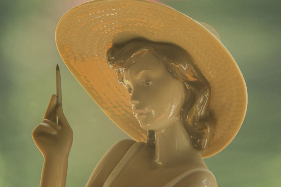 Bokeh Bust  Focus On Foreground Lady Pencil Porcelain  Shiney Statue