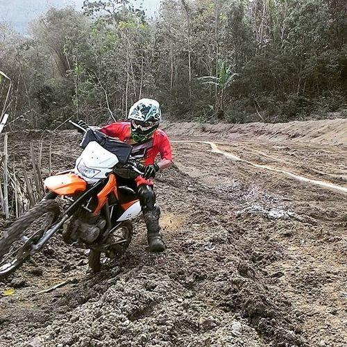 aku sdh meluangkan wkt utk mengejarmu, jika skrg aku sdh tdk ada lagi dalam hidupmu anggap saja aku sdh mulai menghargai waktu. Nabur TrailAdventure Klx Dr Mx  Offroad Motocross Trabas Enduro Speedoffroad Dirtybike Trailnusantara Indotrails @trailnusantara