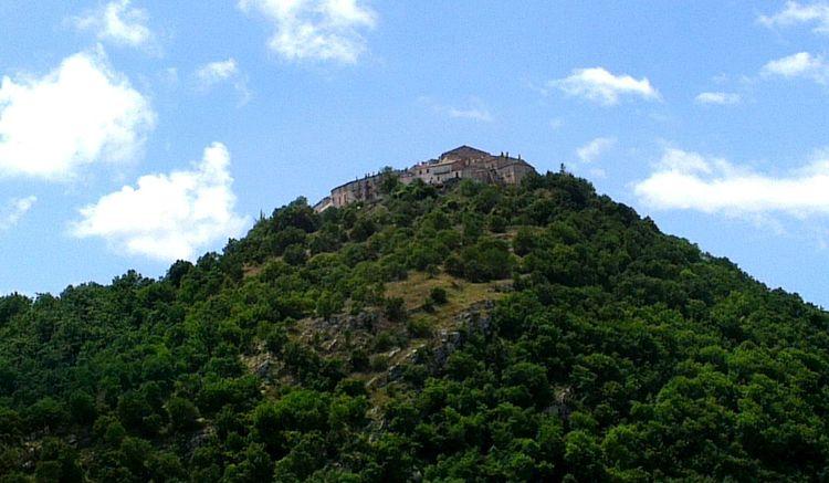 Viaggiando sulla strada del Trigno da vasto direzione Isernia.. Landscape Mountain View On The Road Foto By Ulk