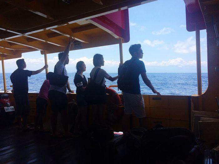 你們怎麼能.....這麼舒服 Ship Sea Classmates Friends Vacation Enjoying Life
