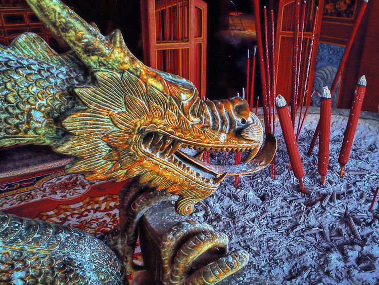 Ash Copper  Dragon East Java Hio Hiolo Jawa Timur Kediri Kelenteng Pray Statue Tjoe Hwie Kiong Tourism Travel Destination Vihara