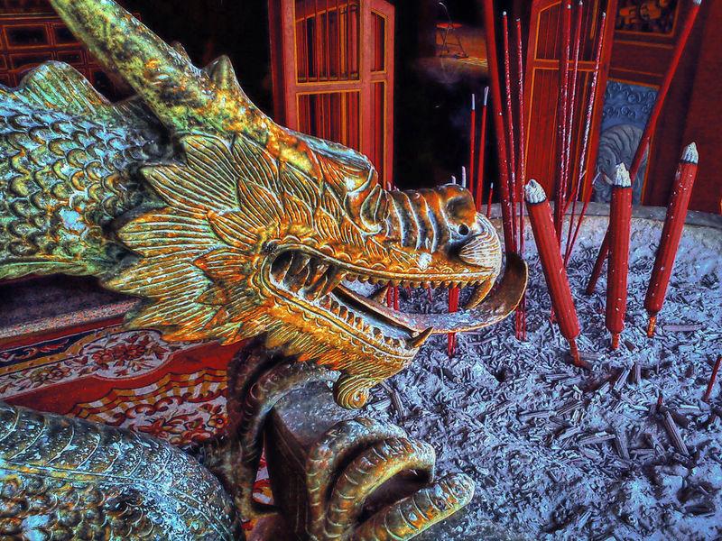 Ash Copper  Dragon East Java Hio Hiolo Jawa Timur Kediri Kelenteng Pray Statue Tjoe Hwie Kiong Tourism Travel Destination Vihara