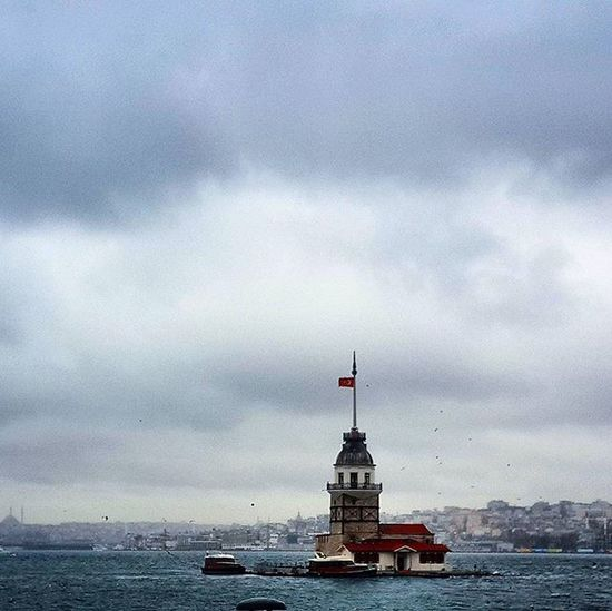 Bu sabah Kızkulesi .... / Maiden's Tower today in the morning ... Istanbul Türkiye Turkey Travel Journey Weather Weatherlive Lightsout Sky Cloud Cloudporn Clouds Instagram_turkey Comeseeturkey Oneistanbul Istanbullife Colors Darkness Bright Morning Maiden_Tower Kizkulesi Instamoment Instam Downtown Bosphorus architecture