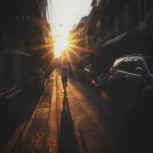 Pass through the narrow space .... Fujixm1 Sun Silhouette Bangkok Snapseed Mirrorless Capture Evening Twilight Shadow Narrowspace Life Picoftheday Instagramthailand Adayinthailand City Thailand_allshots Asian  Siam Metropolitan Igworldclub Ig_Thai Igth Igthai VSCO vscothailand th bkk insta_thailand insta_global