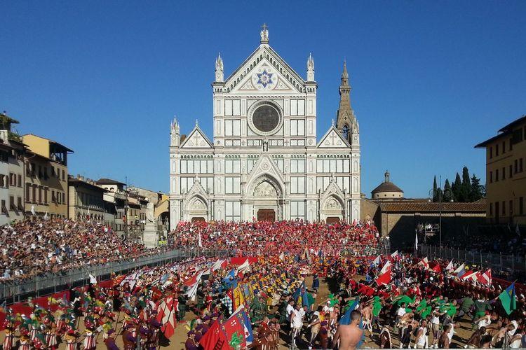 Calcio Storico Fiorentino 2013 - Bianchi Vs Rossi Colors Rossi Bianchi CalcioStorico Large Group Of People Medioeval Place Of Worship Tradizione