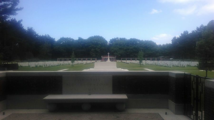 Canadian Wo Ii Graveyard WO II Netherlands Bergen Op Zoom 1940-1945 Heroes