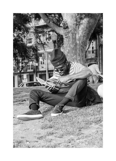 The pleasure u get reading a Skateboarding Magazine is indescredible. Real People One Person Sitting Reading Black And White Portrait Black & White Black And White Photography Blackandwhite Monochrome Porto Portugal 🇵🇹 Oporto Urban Photography High Contrast Monochrome Photography City Life Skateboarding ;)
