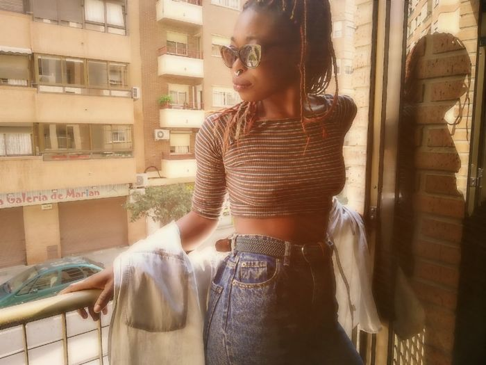 😎 Blackgirlsrock Glases València Younggirls GoodDay❤ Blackglasses Braids City Women Business Beautiful Woman Smiling Posing