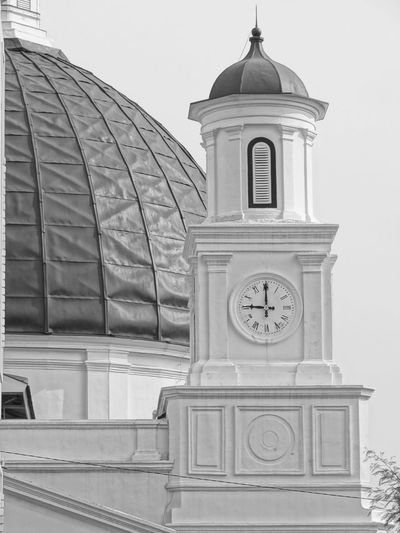 9 o clock 9 Oclock Architecture Bell Building Exterior Church Architecture Clock Day Dome History Low Angle View No People Outdoors Place Of Worship Religion Spirituality Time The Graphic City