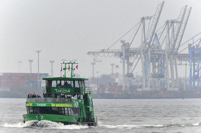 Linienboot im Hamburger Hafen Dust Hamburg Hamburg Harbour Hamburger Hafen Harbour Harbour View Kranes Nautical Vessel Ship Water Waterfront Nikon Nikonphotography Nikon D3s Nikon 28-300