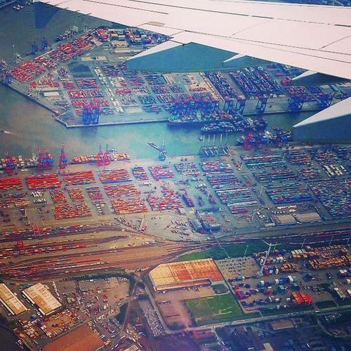 Hamburg harbor from above 😚 ⚓ ✈ Travel Instatravel Welovehh Hafen Hamburg Flugzeug Flight Upintheair Business Picoftheday Instamood Instalandscape Water River Elbe Birdsview Colourful