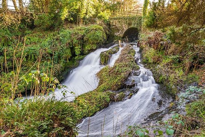 When the sun is shining, this place is lovely... Waterfall Waterfalls ChasingWaterfalls Glasgow  Scotland Scotlandlover Scotlandsbeauty Loves_Scotland Insta_Scotland Instascotland VisitScotland Scottish Landscape Longexpoelite Longexposure Longexpohunter Longexposureoftheday Ic_longexpo Britain Roukenglen Winter