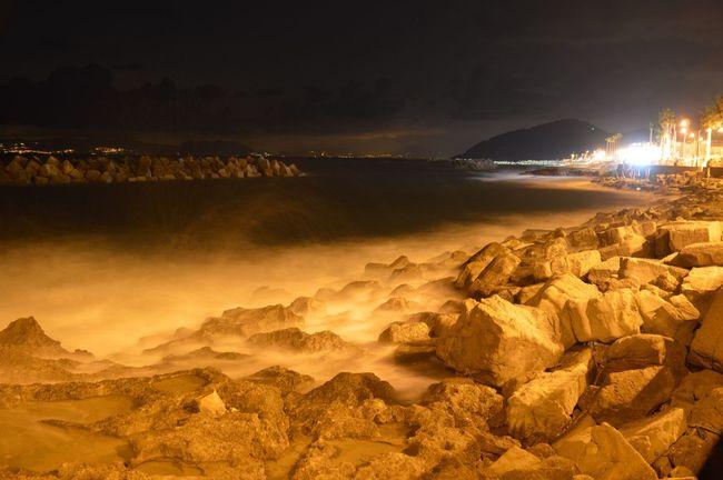Mare Onde Notte Luci Scogli Effettoseta Sensazioni