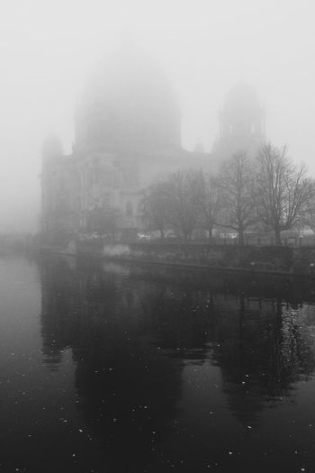 Foggy day – Berlin Cathedral Berliner Dom Spree River Spree Fog Water Foggy Weather Built Structure Outdoors No People Mist Architecture Cold Temperature Beauty In Nature Hazy  Tranquility River