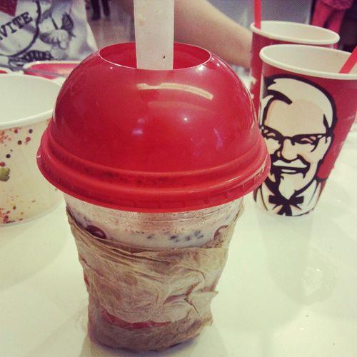 I want Kfcph KFC Krusher for this bed Weather . heavyrain rainyseason rainy rain signal1 typhoonesanti typhoon