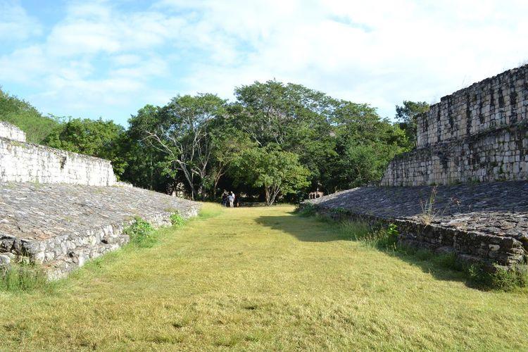 Juego de pelota Maya- Mayan ball game Ballgame Mayan Culture Mayan Heritage Outdoors Cloud - Sky Day Tree No People Sky Nature Architecture MayanTour Ek Balam Ancient Civilization Building Exterior Architecture Yucatán, México