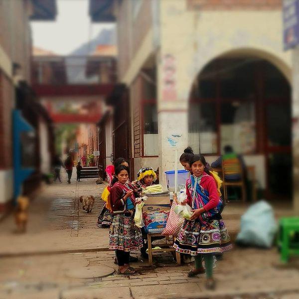 Puesto de Choclos, Pisac - Cusco Pisac Perú Choclo Women