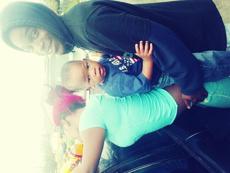 I try to rotate it but it dnt wanna work anyway me, my girl, & our lil man @messsyNishaaa