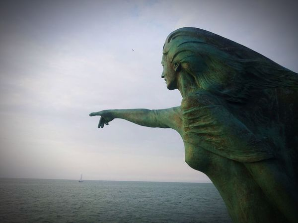 Statue Sea Horizon Over Water Sculpture Sky Water No People Outdoors Day Nature Close-up Beauty In Nature