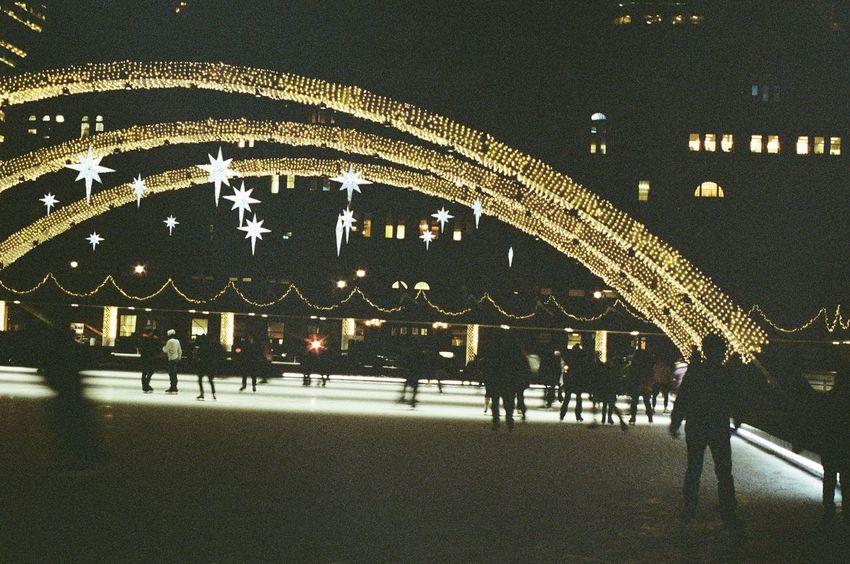 Nathan Phillips Square Patinaje Iceskating Toronto Analogue Photography Night Winter Film Is Not Dead 35mm Film Expired Film Night Souls Canada Ricoh KR-5 Film Photography Leisure Activity Large Group Of People
