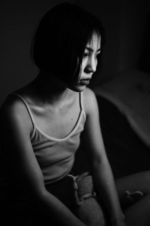 The Portraitist - 2018 EyeEm Awards One Person Real People Indoors  Young Women Women Sitting Young Adult Looking Three Quarter Length Lifestyles Emotion Home Interior Looking Away Short Hair Black And White Girl Black & White Contemplation Hairstyle Beautiful Woman People Watching Light And Shadow Blackandwhite The Photojournalist - 2018 EyeEm Awards