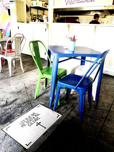 les dije que me sentía mal culeros Eat Feelbad Colorful Chair Table Text