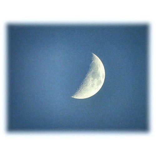 🌛 夕暮れ時の空に三日月🎶☺ The crescent moon in the sky of dusk🎶☺ ※ Sunday. September 20 .2015 ※ 三日月 Crescentsmoon 夕暮れ時 月光Moonlight夕空evningsky風景landscape自然NatureJapan日本名古屋nagoyaaichi綺麗癒しcomfort休息Rest安らぎpeacezenhappiness 🌛 moon_japan_nagoya_mitu