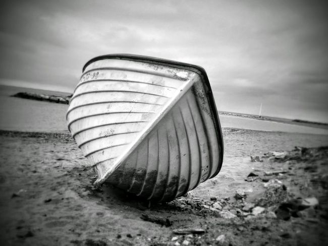 Abandoned Beach Cloud - Sky Outdoors Sand No People Day Pattern Part Of Boat Sailing Black And White Lieblingsteil Black & White Blanco Y Negro Barco Playa Wooden Moody The Secret Spaces Mobilephotography The Great Outdoors - 2017 EyeEm Awards Neighborhood Map Live For The Story Place Of Heart Let's Go. Together. Breathing Space