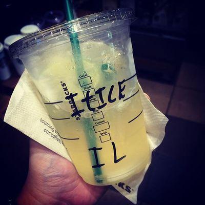 2015.07.01 . STARBUCKS® ToGo Iced Grande LightIce StarbucksRefreshers® BeverageCoolLime . . 今季初のライムはToGoで!! . . あのさ… ライムの🆔って《LI》だよね?w . . Starbucks Starbuckscoffee スタバ Miillains Miillainsはスタバっ子w Miillainsの好きなもの 新作 クールライム ID間違いw 新人さんでした