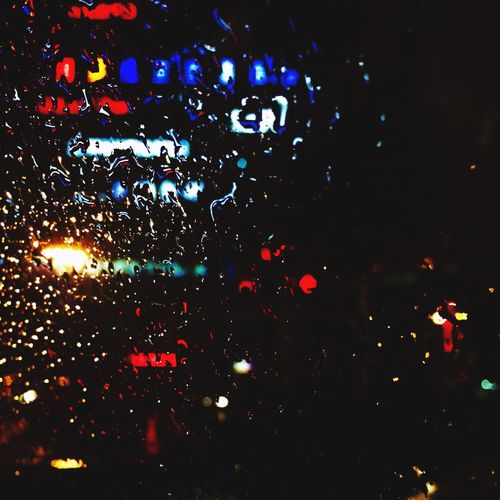 """#《山河故人》#抱着也许会睡着的想法走进影院的,结果灯亮起来了仍旧意犹未尽。哭了,有史以来观影哭得最惨烈的一次。/""""不是所有的东西都会被时间摧毁,牵挂是爱最疼的部分""""""""每个人都会陪你走一段路,迟早是要分开的""""打动了大多数人的两句话,我也不是例外。/叶倩文那首《珍重》用得很好,但更好的是半野喜弘制作的没有歌词的背景音乐,每每响起来感觉整个人被电到一般。/对于大众审美而言,可能所有角色都不漂亮不好看,但是却造就了一部美而富有诗意的影片。/每个人都有所执,对生活和有着不尽相同的解释。/一旦有过深刻的联系,感情的纽带是难以决裂的,即使很细微,甚至不被自己察觉。/爱可能是愤怒而幼稚的,也可能是沉默而坚毅的,可能被损毁,也可能长存。/所谓家,一串钥匙,一个麦穗饺子,或者一门语言,都是它的代表符号。/生,老,病,死。循环往复,其实不过众生常态,但每一次经历却又都让人难以接受。世无新事,而日日皆新。"""
